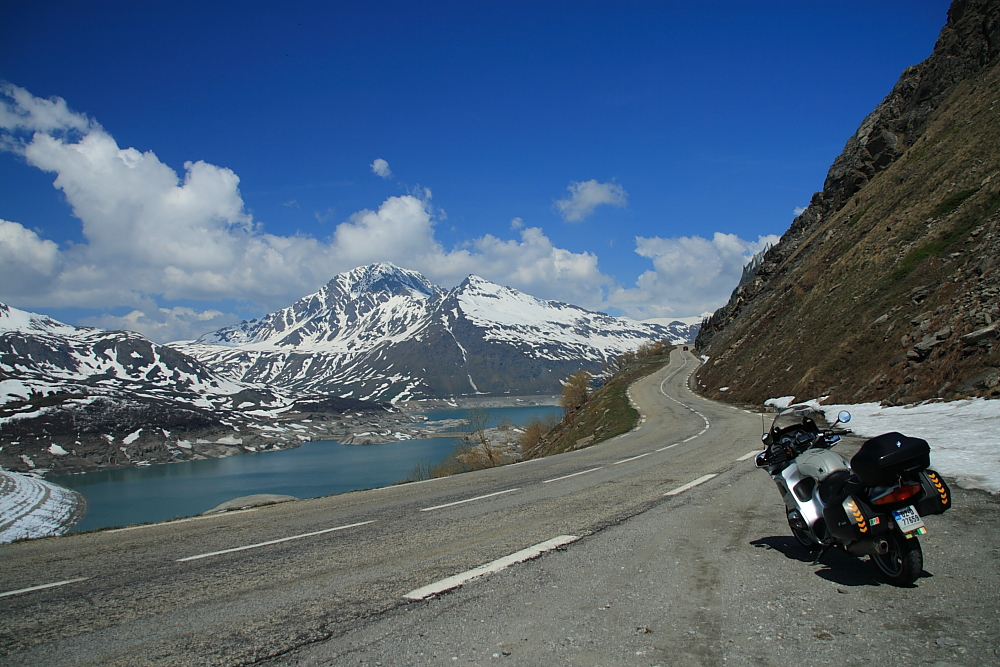 Lake Cenis and road into France